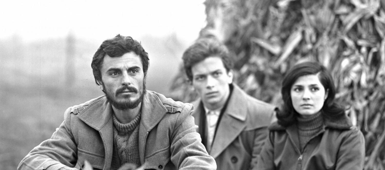 Sára Sándor önéletrajzi ihletésű filmjét, az 1968-ban készült Feldobott kő című filmet